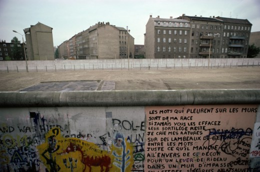 Stock Photo: 164-862 Graffiti on a surrounding wall, Berlin Wall, Berlin, Germany