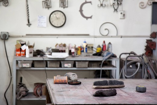 Palm Desert, California, USA. View of metal workshop : Stock Photo