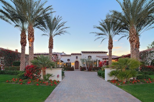 Palm Springs, USA. Front entrance of luxury manor house : Stock Photo