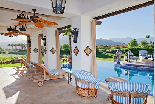Palm Springs, USA. Seating furniture in patio of modern mansion : Stock Photo