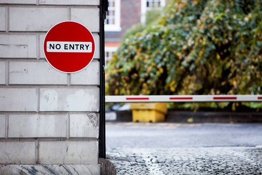 London, UK. No Entry sign on wall by street : Stock Photo