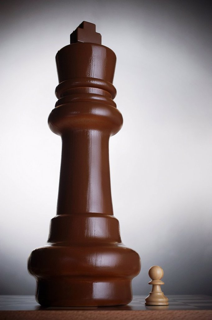 Two chess pieces large king and small pawn : Stock Photo