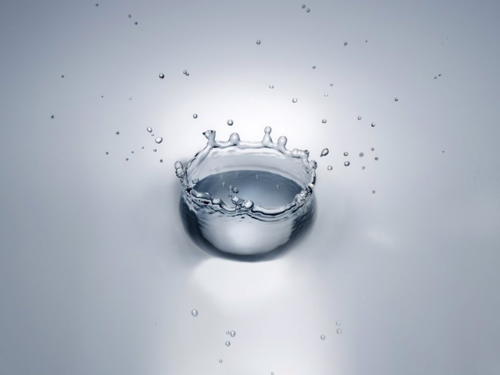 Splash in water creating crown shape : Stock Photo