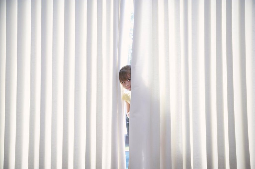 Girl 5_6 peeking from behind blinds : Stock Photo