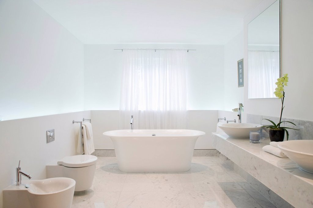Stock Photo: 1654R-32385 Bathroom