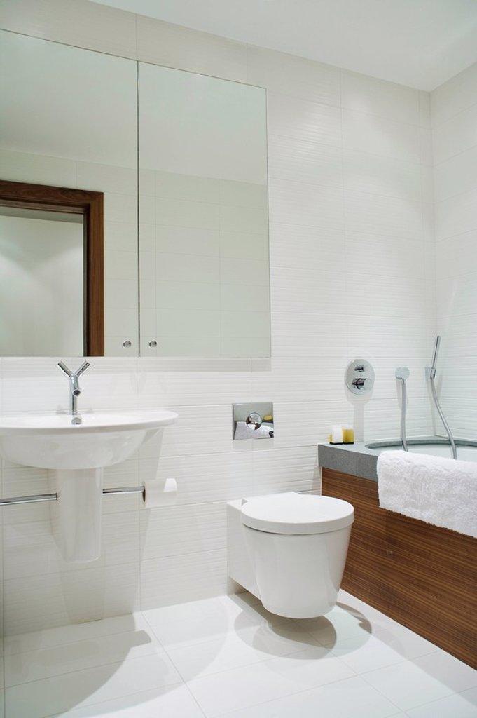 Stock Photo: 1654R-32393 Bathroom