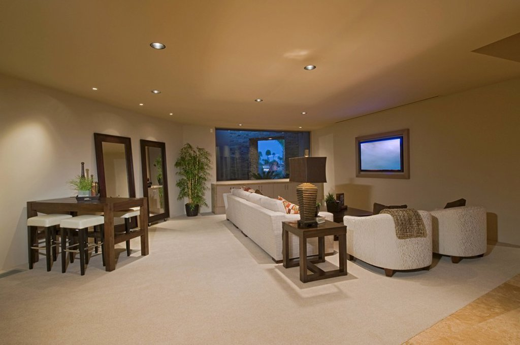 White entertainment suite in Palm Springs home : Stock Photo