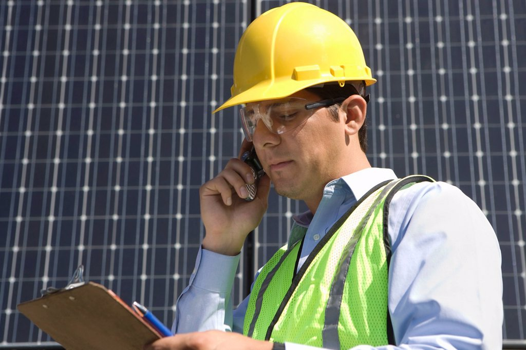 Stock Photo: 1654R-46513 Maintenance worker with photovoltaic array in Los Angeles California