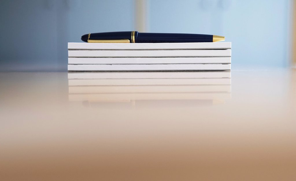Ballpoint pen on stack of notepads : Stock Photo