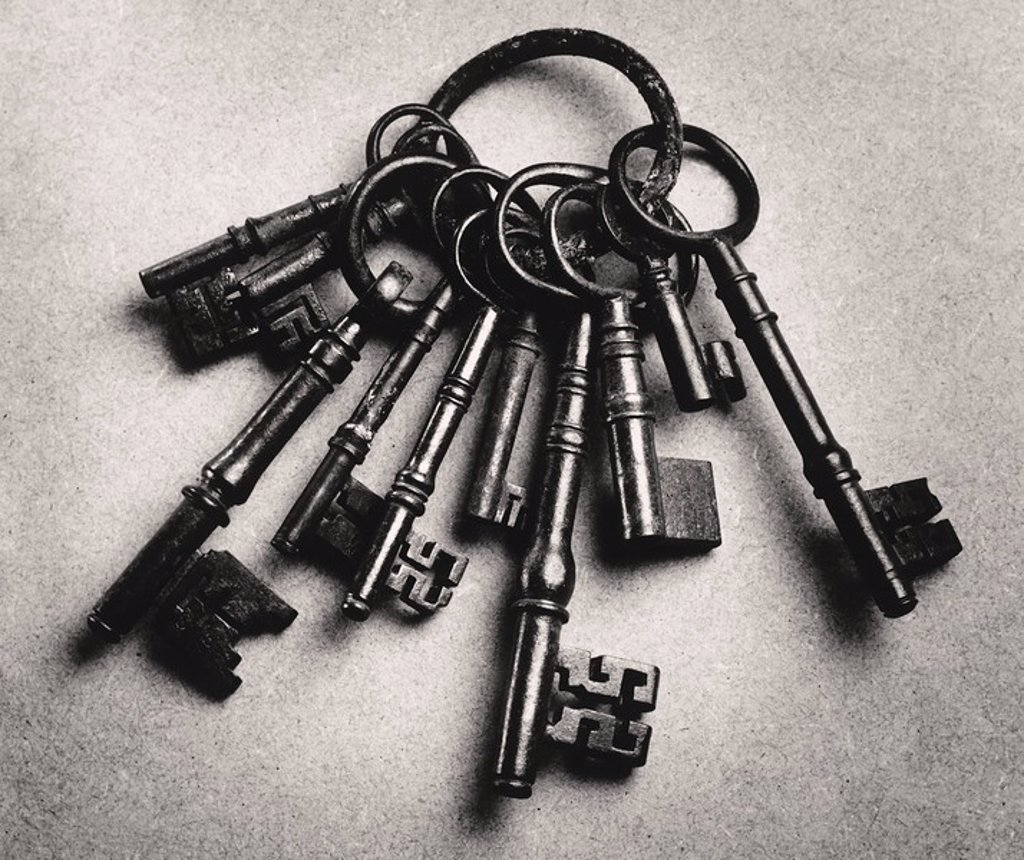 Stock Photo: 1654R-8180 Set of antique keys b&w