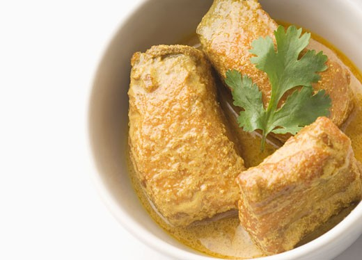 Close-up of fish curry served in a bowl : Stock Photo