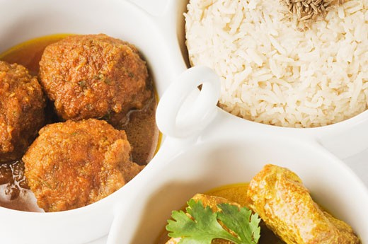 Close-up of koftas curry and boiled rice and meatballs in bowls : Stock Photo