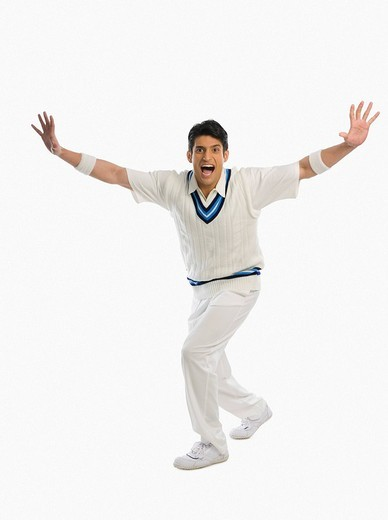 Cricket bowler appealing for a wicket : Stock Photo