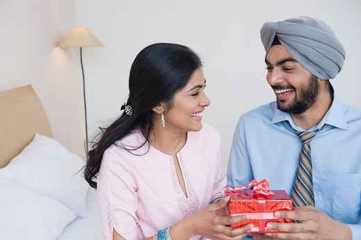 Man giving a present to a woman : Stock Photo