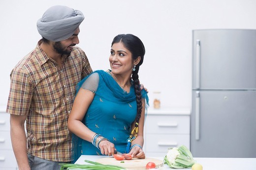 Couple chopping vegetables in the kitchen : Stock Photo