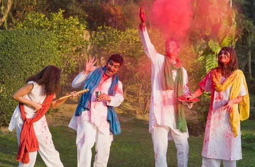 Stock Photo: 1657R-36554 Friends celebrating Holi
