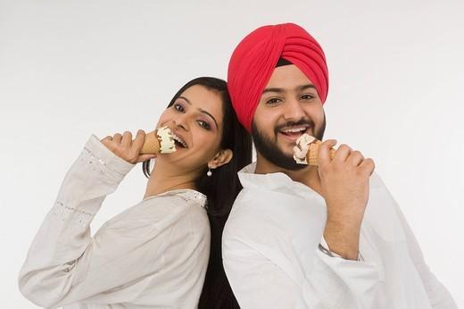 Sikh couple eating ice cream : Stock Photo