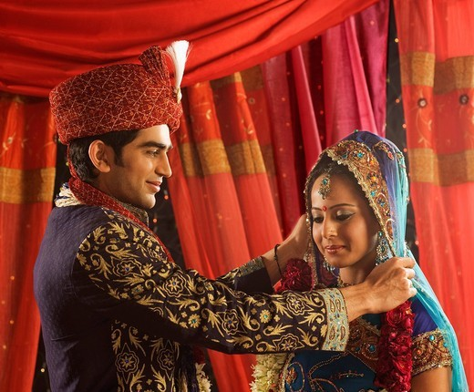 Couple performing Mala Badal ceremony in wedding mandap : Stock Photo