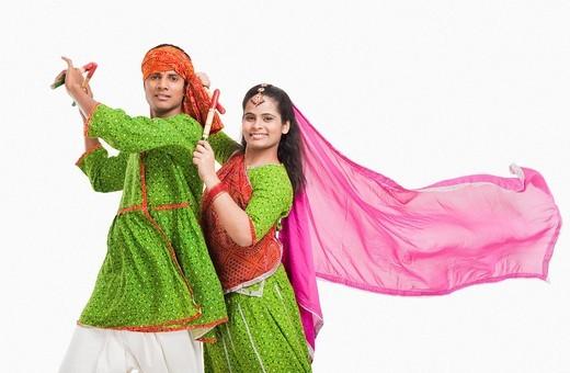 Stock Photo: 1657R-39865 Couple performing dandiya