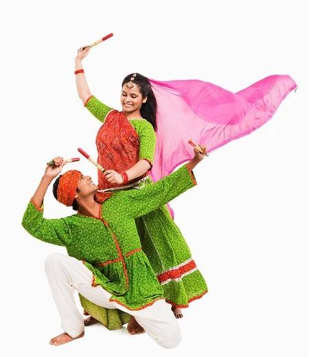 Stock Photo: 1657R-39867 Couple performing dandiya