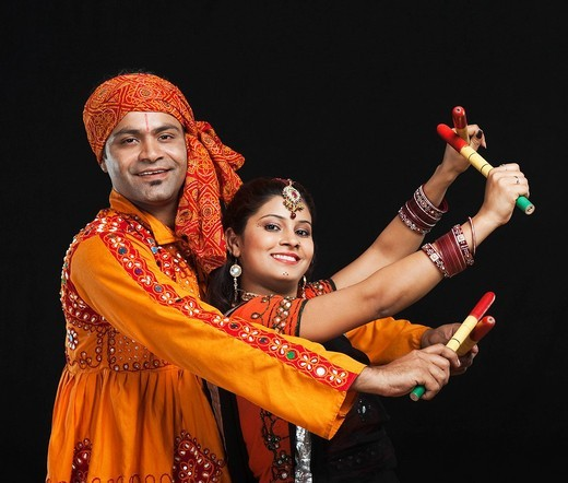 Stock Photo: 1657R-39963 Couple performing dandiya