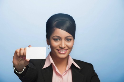 Portrait of a businesswoman holding a blank card : Stock Photo