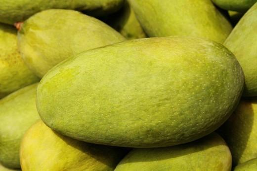 Close_up of mangoes : Stock Photo