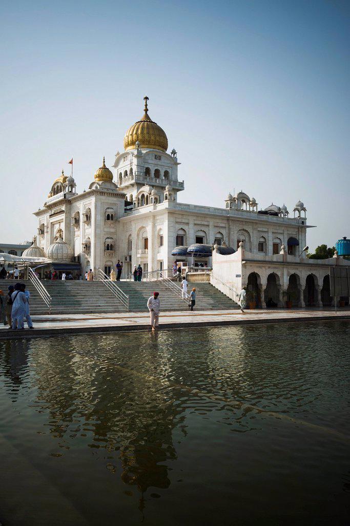 Pond at a gurdwara, Gurudwara Bangla Sahib, New Delhi, Delhi, India : Stock Photo