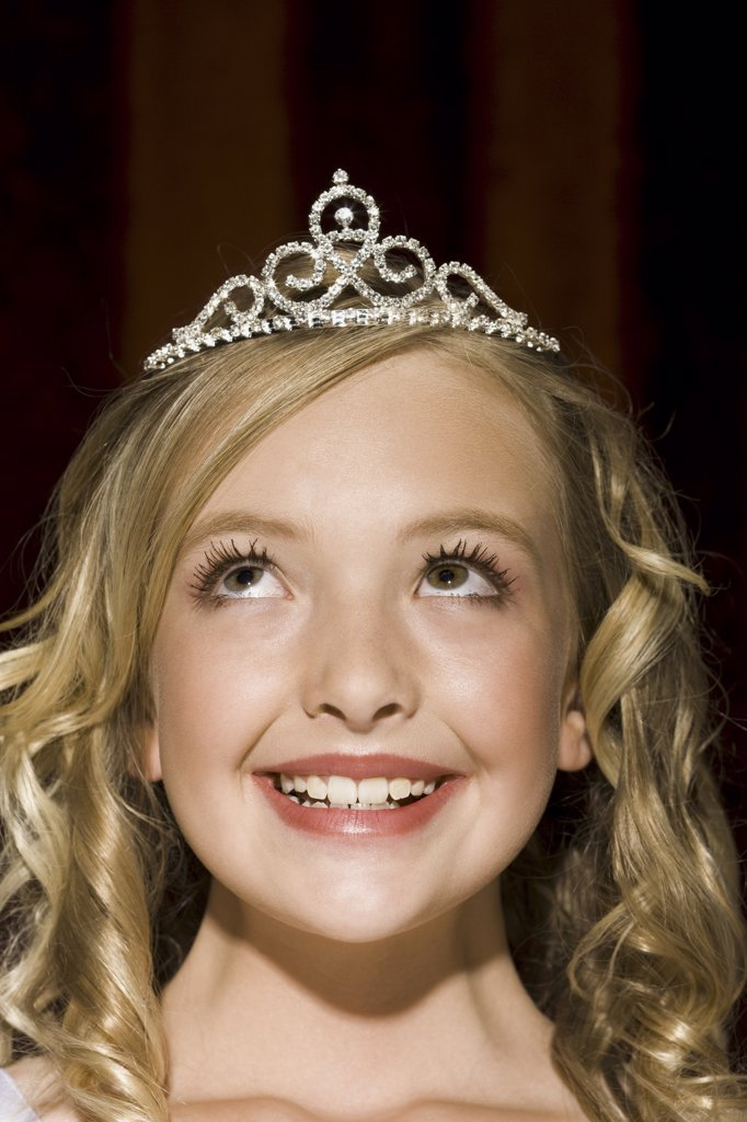 Stock Photo: 1660R-19674 Closeup of girl with tiara looking up smiling