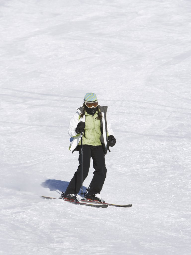Stock Photo: 1660R-32113 Woman skiing