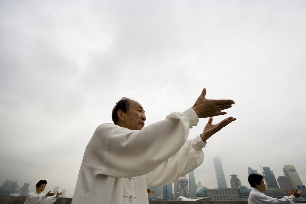 Stock Photo: 1660R-36302 People practicing Tai Chi.