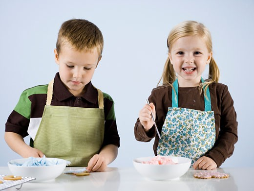 Stock Photo: 1660R-38606 children baking