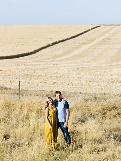 Stock Photo: 1660R-44867 young couple on the side of the road