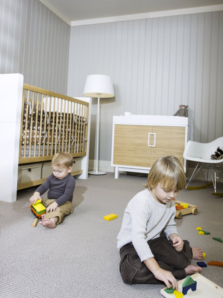 USA, Utah, Provo, Two boys (18-23 months,2-3) playing in home : Stock Photo