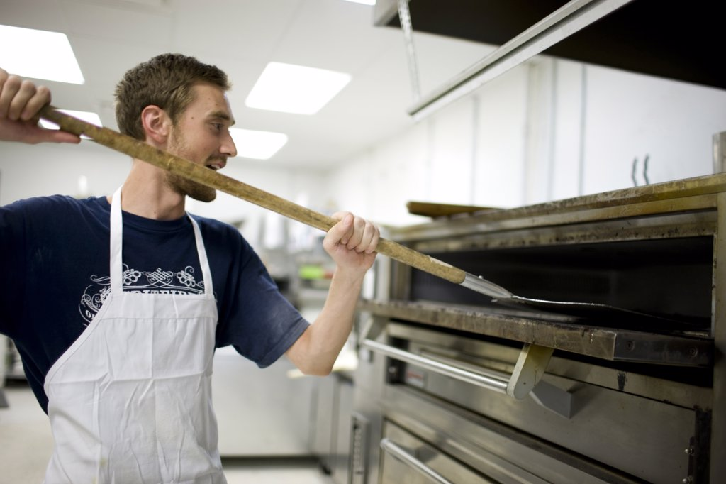 Stock Photo: 1660R-60560 USA, Utah, Salt Lake City, Chef working in bakery