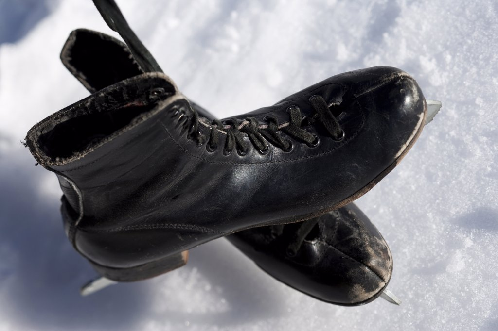 Stock Photo: 1660R-62442 Old pair of black figure skates