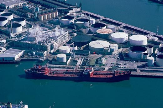 Stock Photo: 1663R-14950 Oil tanker unloading, San Pedro, California
