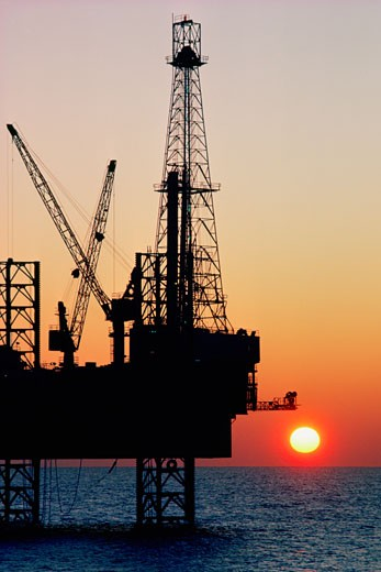 Stock Photo: 1663R-14982 Oil drilling platform in the Mediterranean