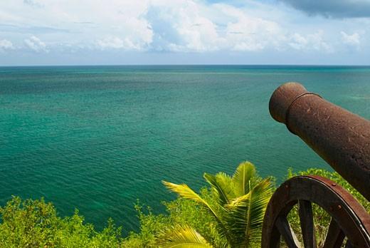 Cannon at the seaside, Morgan Fort, Providencia y Santa Catalina, San Andres y Providencia Department, Colombia : Stock Photo