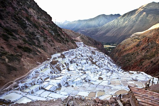 Stock Photo: 1663R-31306 Terraced salt ponds on a mountainside, Salinas De Maras, Cuzco, Peru