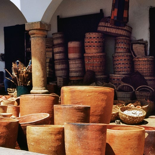 Clay pots and wicker baskets for sale at a market stall : Stock Photo