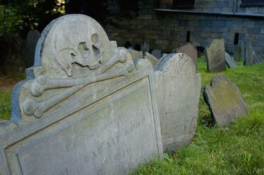 Close-up of skull and cross bones on a grave, Boston, Massachusetts, USA : Stock Photo