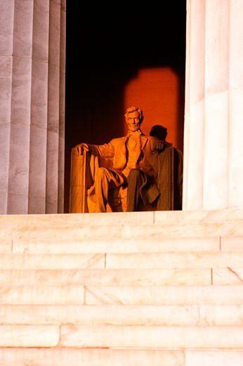Stock Photo: 1663R-49882 Low angle view of an Abraham Lincoln statue, Lincoln Memorial, Washington DC, USA