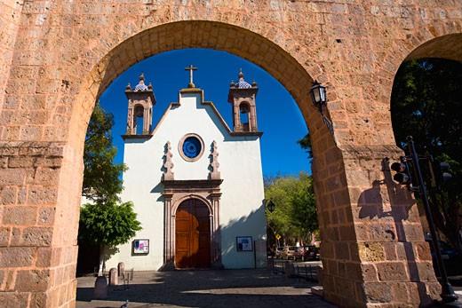 Stock Photo: 1663R-59732 Church viewed through an arch, Iglesia De Maria Lourdes, Morelia, Michoacan State, Mexico