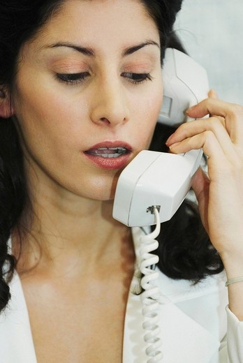 Close_up of a businesswoman talking on the telephone : Stock Photo
