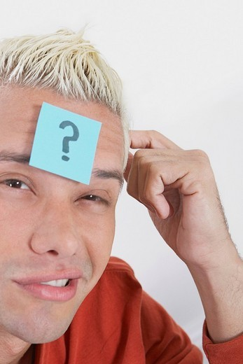 Portrait of a young man with an adhesive note on his forehead : Stock Photo