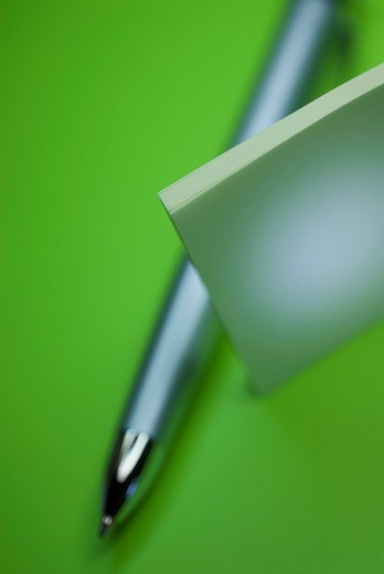 Stock Photo: 1663R-67797 Close_up of a pen with an adhesive note