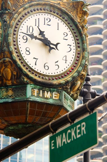 Low angle view of a clock, Chicago, Illinois, USA : Stock Photo