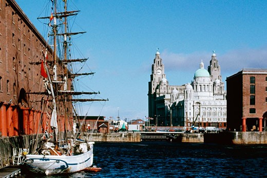 Front view of a clock tower and a boat, Liverpool, England : Stock Photo