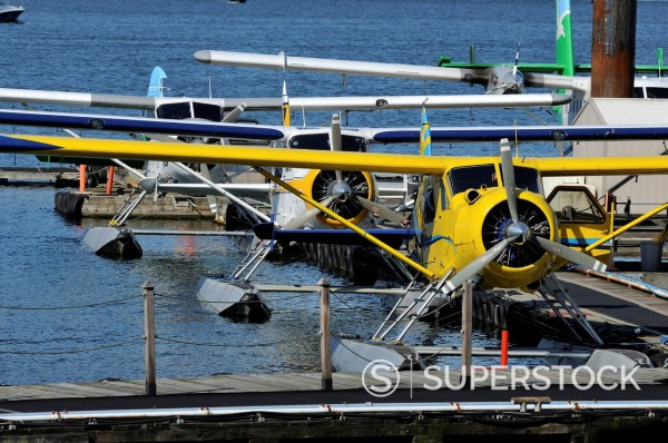 Stock Photo: 1669-33155 seaplanes at coal harbour in vancouver